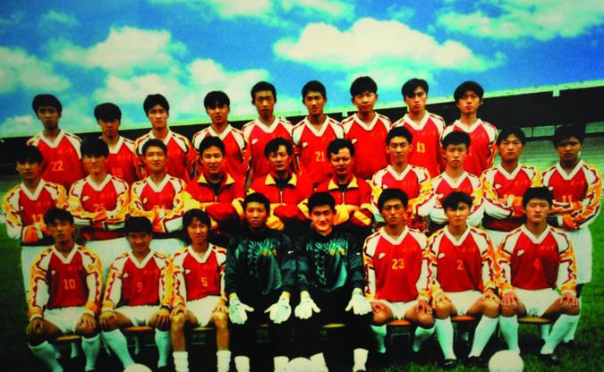 赴巴西训练的健力宝青年队合影,朱指导在第二排左起第五位