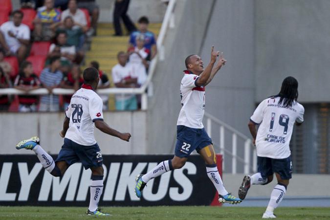 巴伊亚俱乐部球员在巴甲联赛中庆祝进球