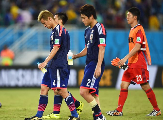 日本队战平10人希腊,错失小组出线的最佳机会