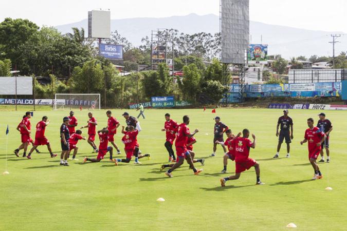 哥斯达黎加队在高温下训练