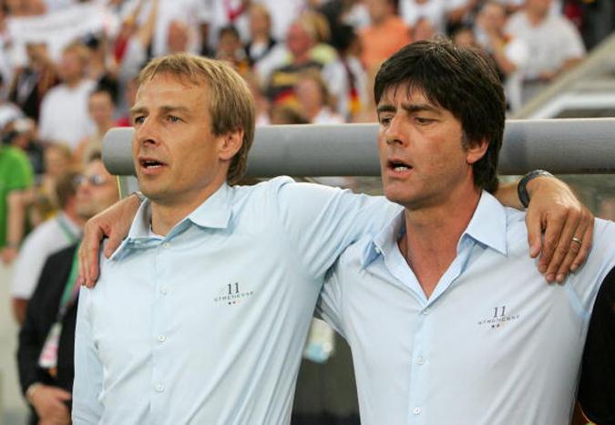 06世界杯,德国队主教练克林斯曼和助理教练勒夫总是穿着相同款式的衣服