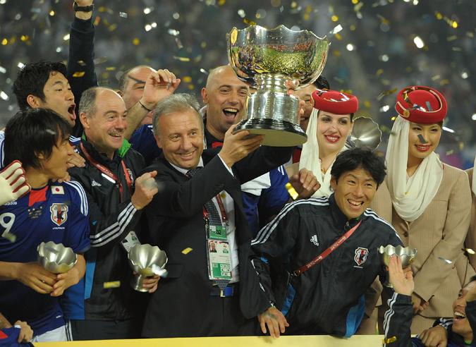 扎切罗尼与日本的合作之初是甜蜜的,2011年,扎切罗尼率领日本夺得亚洲杯冠军