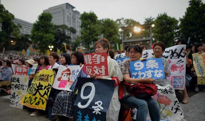 本月17日聚集在东京某公园抗议的民众
