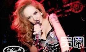 成名前,艾菲就是拿铁酒吧里的人气歌手。