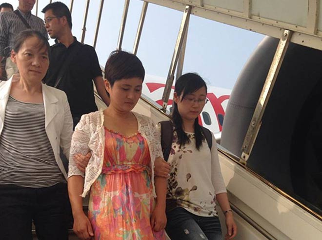 被押解回国的俞优静,有新闻说她,一个女人搅动一座城