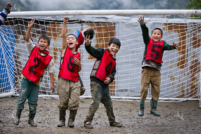 发展中国足球的前提是让更多的小孩去踢球