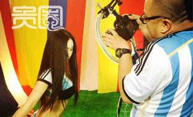 摄影师的机器经常会在她们的胸前定格