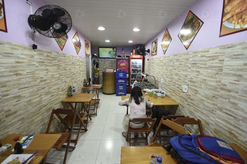 餐馆里干净整洁,中国人的生意做的风生水起