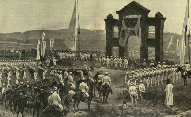 牙山海战胜利后的日军,通过汉城凯旋门