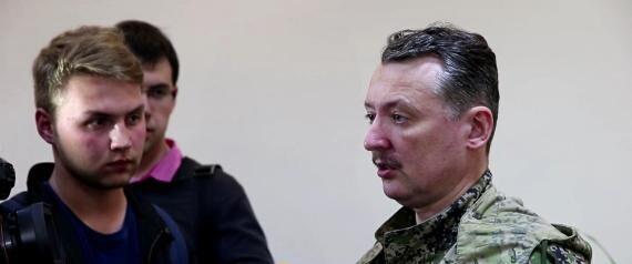 乌反政府军领导人Igor Strelkov(右)