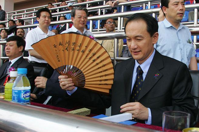 """谢亚龙喜欢折扇这种体现""""中国文人气质""""的物件"""