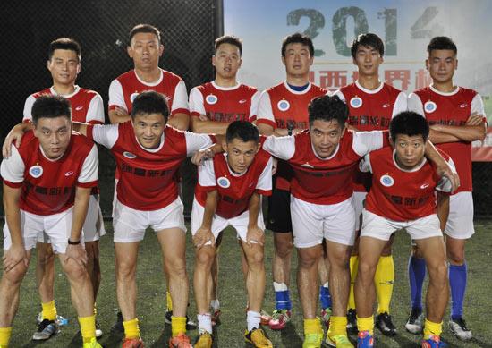 打了4场足球杯,苏州锦富花费了120万元,对业余队来说费用不菲