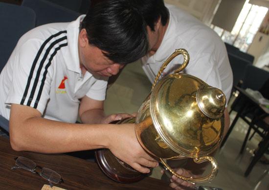 叶江川盼这座奖杯盼了32年,比预想的时间提前了
