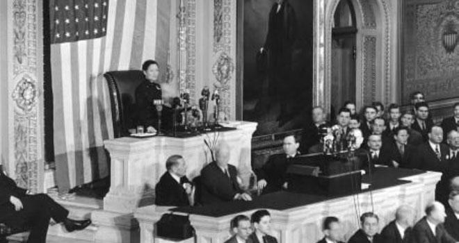 在美国国会礼堂座无虚席,聆听宋美龄演讲
