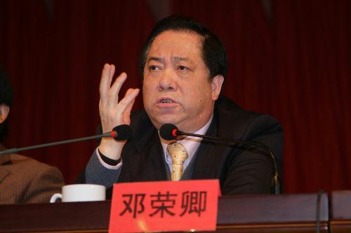 邓荣卿接受周某的15万贿款,是周某用三公经费走的账