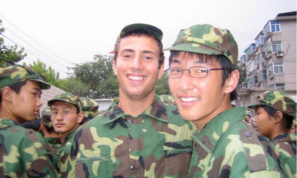 一个美国留学生在中国参加高中新生军训