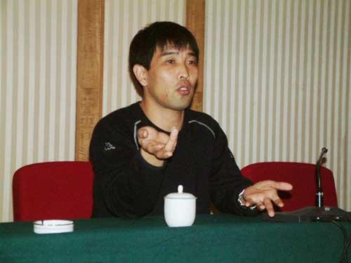 陆俊对自己的业务极为自信,很多前辈他都不放在眼里
