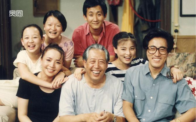 """《我爱我家》可以说是中国最光明正大的""""裙带""""剧组,导演媳妇编剧弟弟老爹朋友都被拉了进来。"""