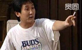 梁天身上穿的T恤印有冰激凌的品牌logo
