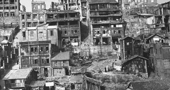 被日军轰炸后的重庆