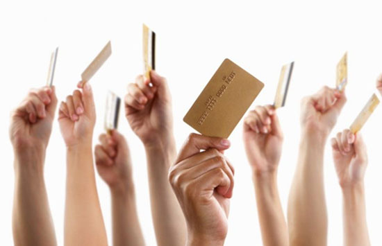滥发信用卡是相关违法行为大量滋生的重要土壤