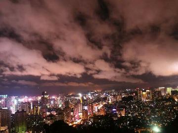 周日爬黔灵山欣赏夜景