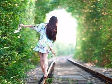 4月23日 遇见春天 .遇见最美爱情隧道