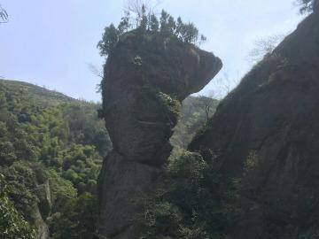 欣赏绍兴穿岩十九峰自然风光