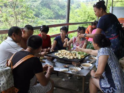 体验个旧温水塘农家乐饮食文化