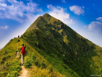 10月19徒步莫六公山高山草原峰林全景