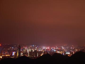 晚上黔灵山赏夜景