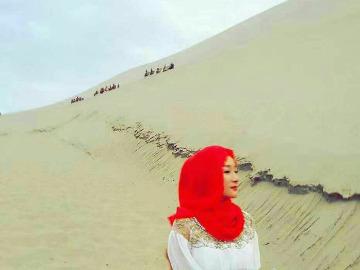 休闲徒步腾格里沙漠看天鹅