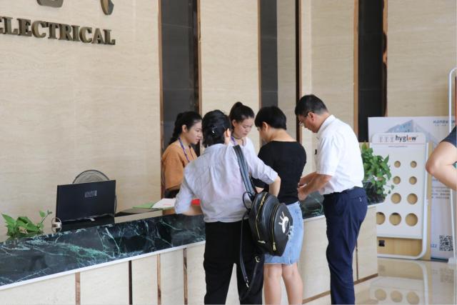 金黎照明热汉的商照事业部烈欢迎深圳盛和塾塾生企业莅临汉的电气参观指导