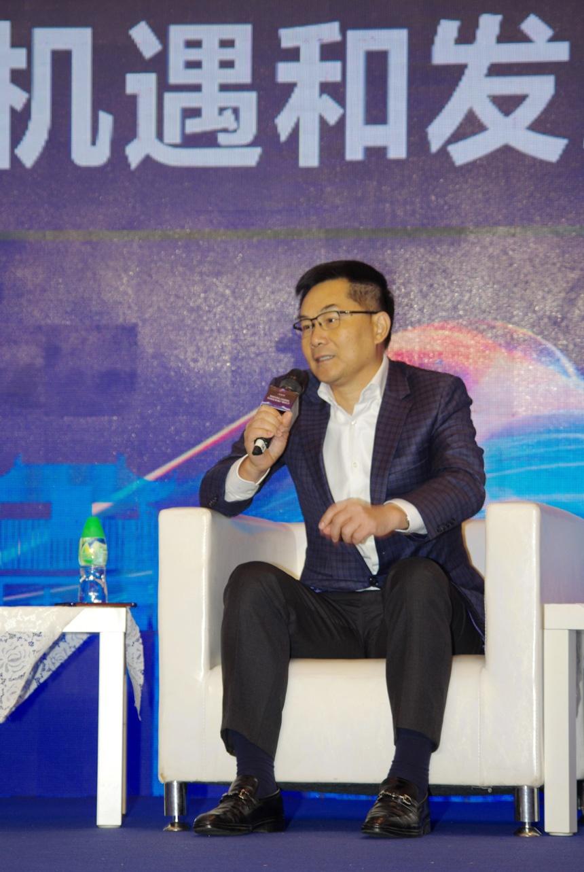 羅維滿董事長兼總裁在圓桌會議上發言IMGP0049.JPG