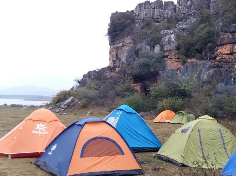 海峰湿地露营探秘天坑观赏七彩峡谷