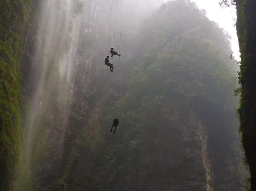 160米速降回和洞穴探险