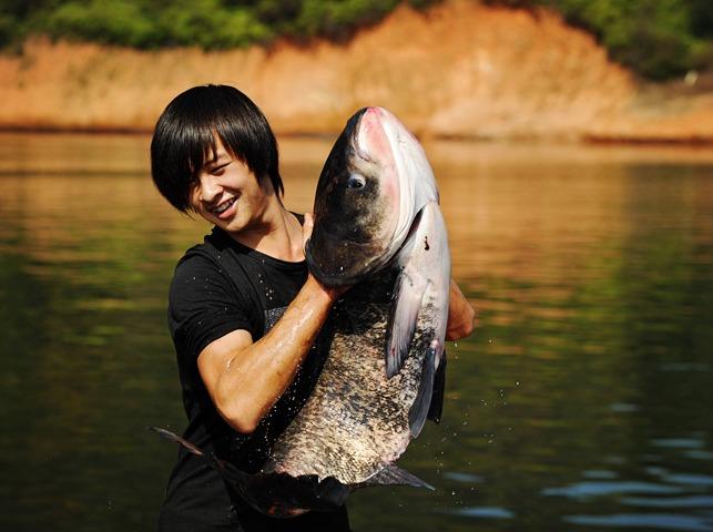 11月16号徒步黑龙潭,游湖吃生态鱼