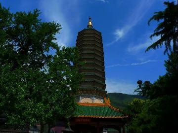 北京八大处灵光寺周六朝山拜忏祈福活动