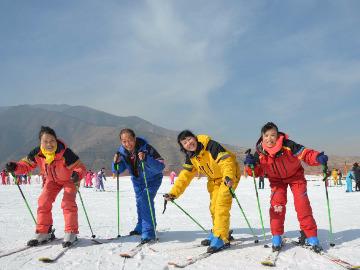 走,我们一起去滑雪