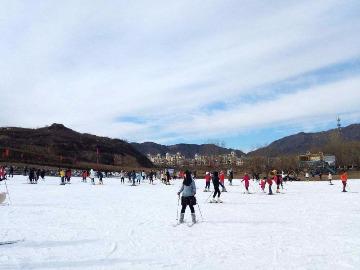 骑行夹谷山滑雪