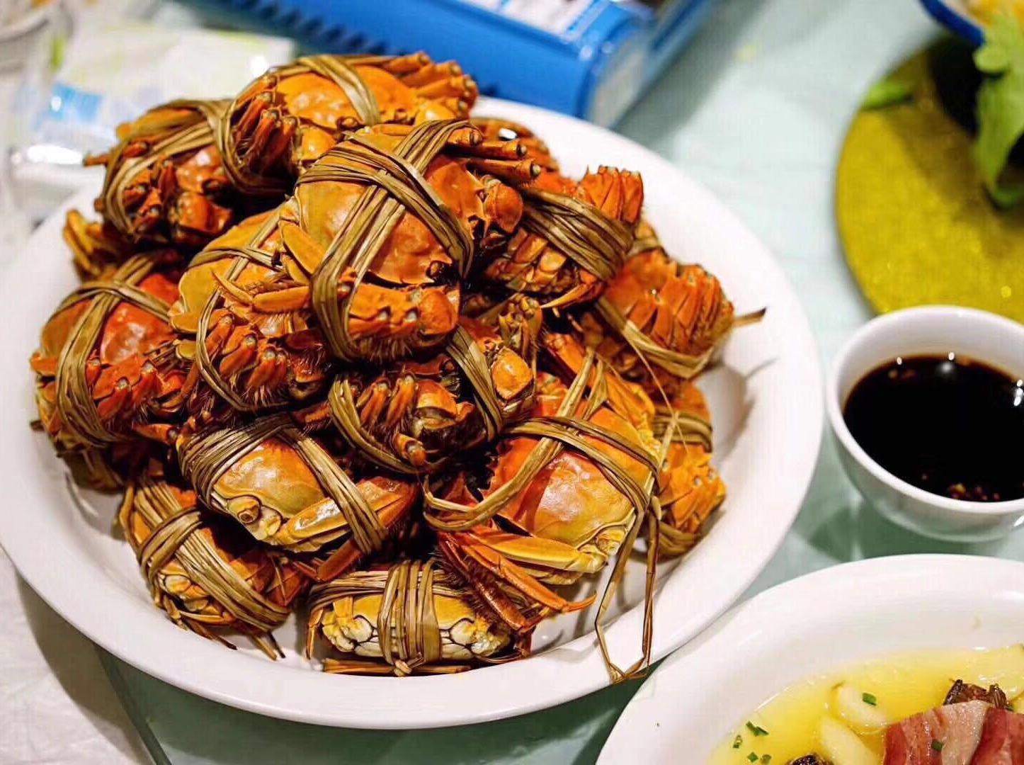 金秋时节观湖·赏花·品蟹·喝老酒