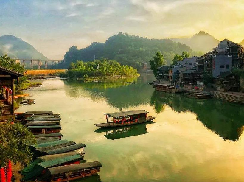 边城茶峒、千户苗寨、凤凰古城行摄六日游