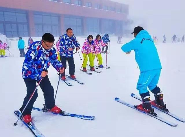 神农架星空滑雪场2次五星酒店2日游