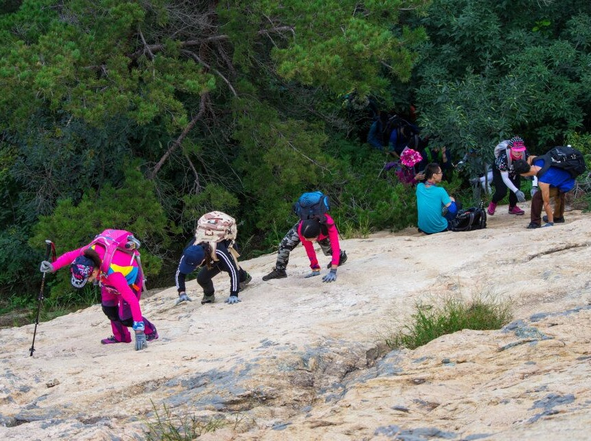 烟台天狼星户外-昆嵛山—大石头坡野爬。