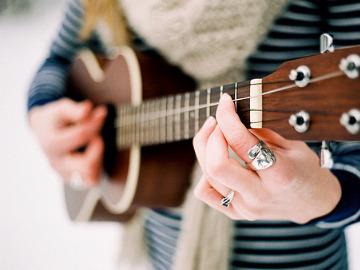 周末来这里免费学吉他