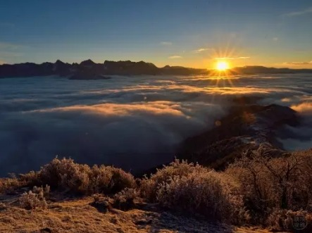 五一天天达瓦更扎,最美的云海天堂