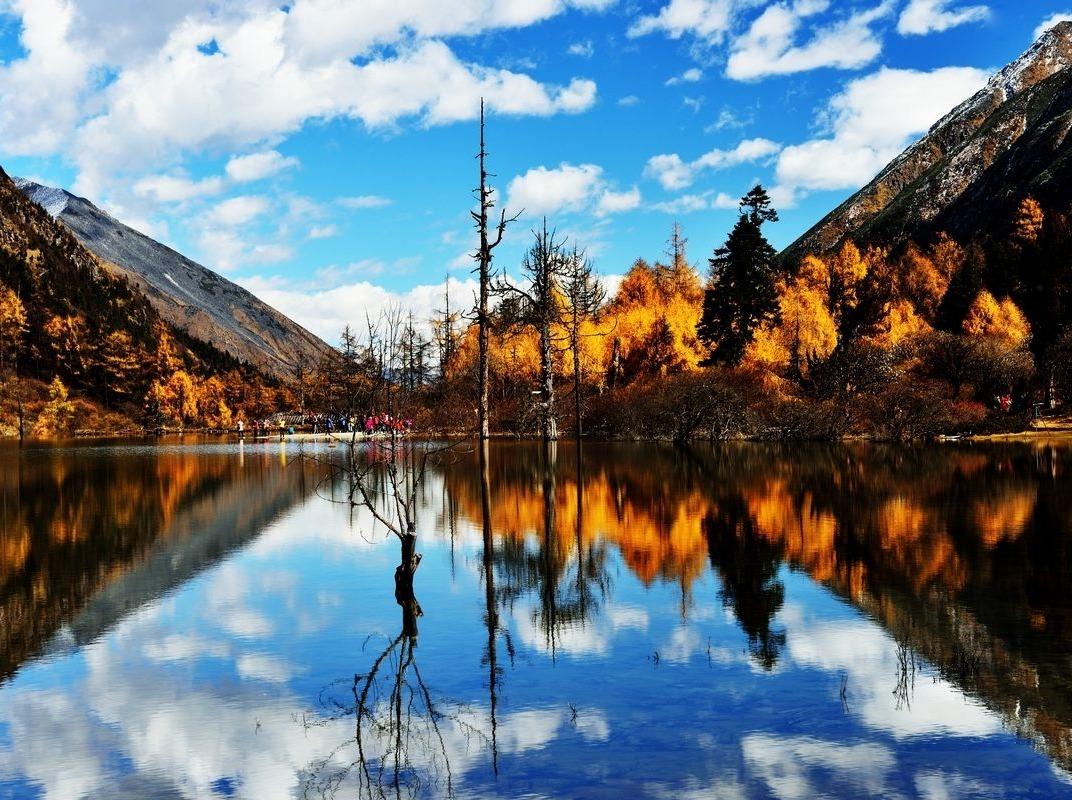 天天毕棚沟秋天红叶最美的小九寨