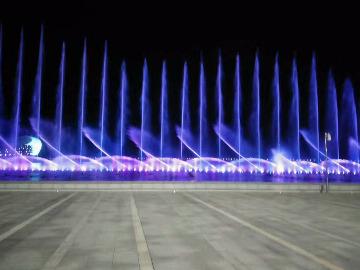 山谷户外大型音乐喷泉观赏徒步召集