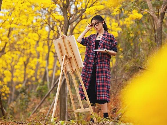 松山湖黄花风铃木人像摄影