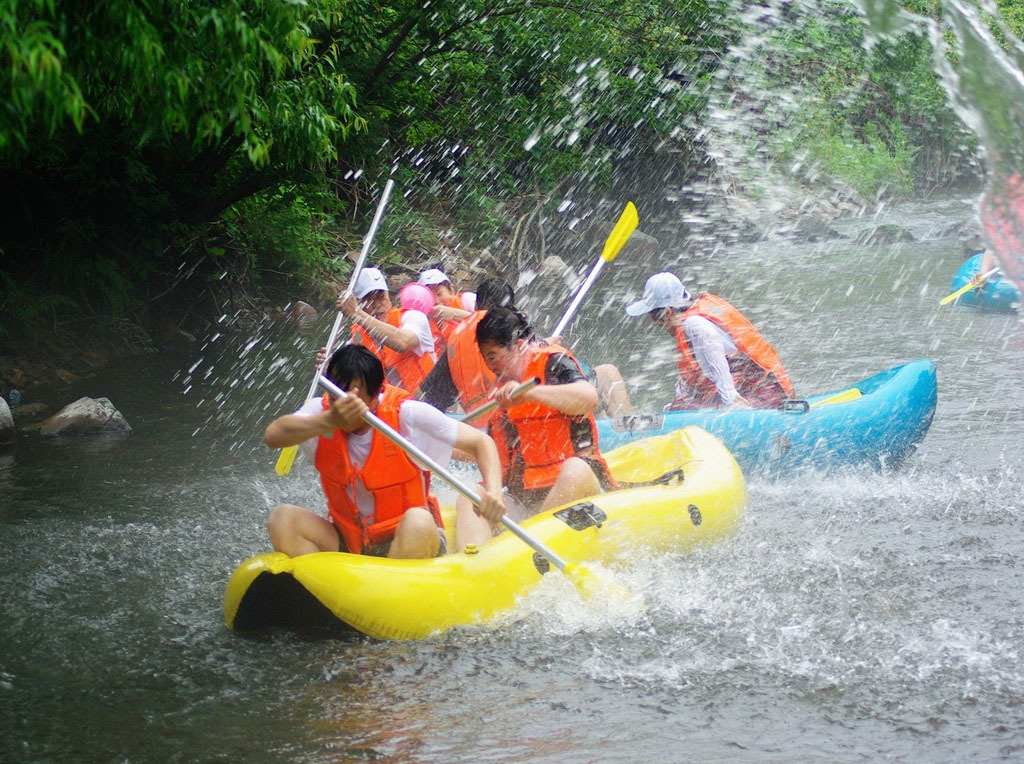 钦州八寨沟漂流一日游